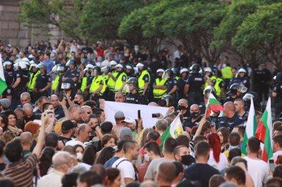 Протестите вдигат броя на заболелите от COVID-19 в София