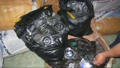 """Контрабандни емблеми на коли са задържани на """"Капитан Андреево"""""""