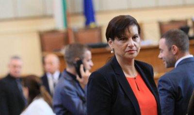 Дариткова се озъби на Радев: Бяга от отговорност за НСО