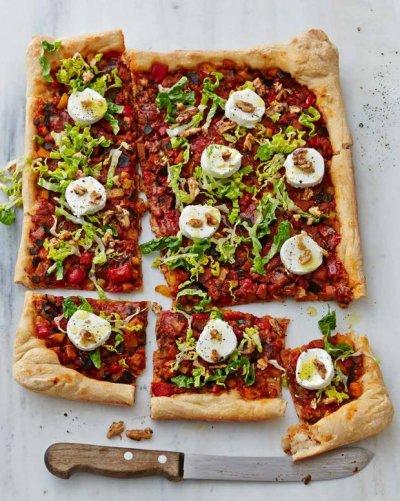 Пица рататуй с орехи и сирене