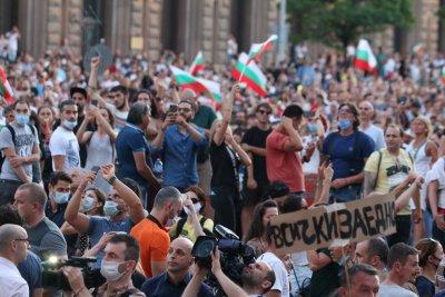 """""""Ню Йорк Таймс"""": Хиляди българи на протест срещу корупцията"""