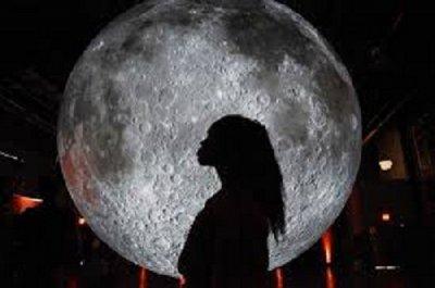 НАСА праща жена на Луната