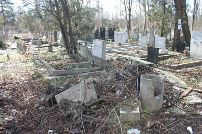 Нов ред в гробищата - налагат страшни глоби