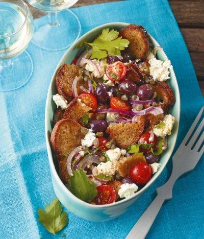 Lupa.bg в Гърция: Хориатики салата с хляб и каперси