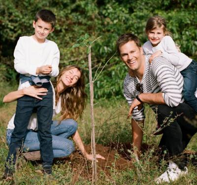 Жизел Бюндхен засажда 40 000 дървета за ЧРД №40