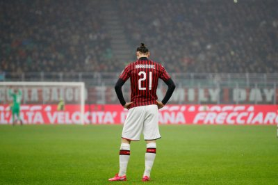 Ибракадабра остава в Милан