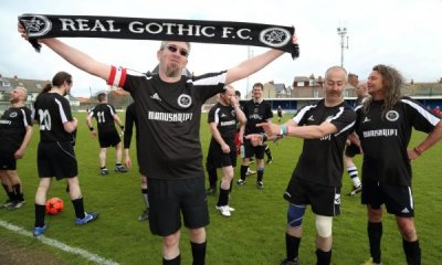 Пиянски облог ражда най-чудноватия футболен мач