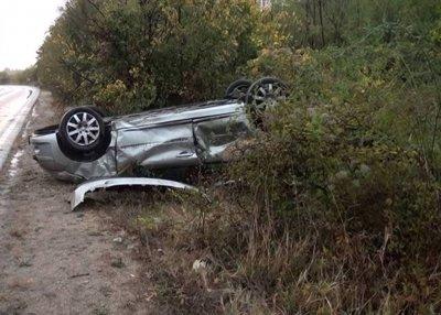 Автомобил с бременна жена и дете се преобърна по таван