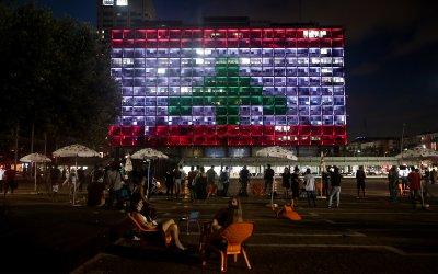 Кметството в Тел Авив светна като флага на Ливан