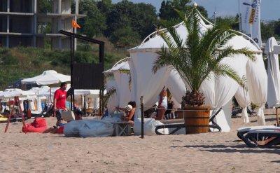 Пясъкът на плажа е идеална среда за бактериите