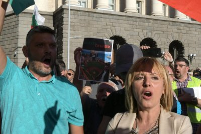 "Мая Манолова иска ул. ""Протестна"" в София"