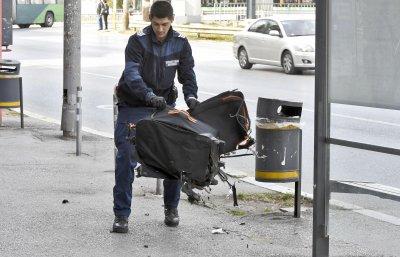 """Взривиха куфара с надпис """"Бомба"""" пред парламента"""