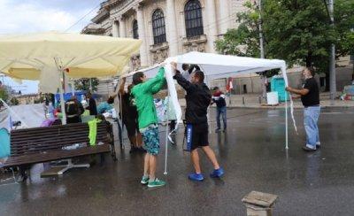 Бурята е с ГЕРБ – отнесе палатките на протеста