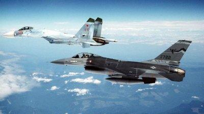 Руски Су-27 прихвана американски самолети над Черно море