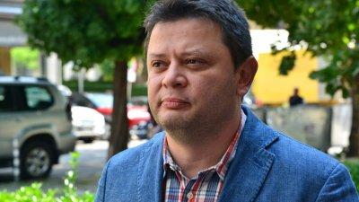 Ченгета пробваха да арестуват журналист-опозиционер