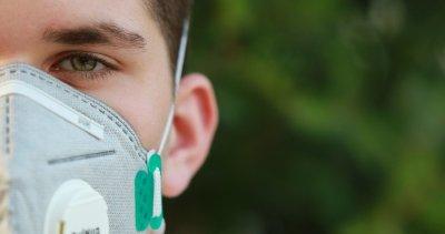 Румъния въвежда маски на открито за оживени места