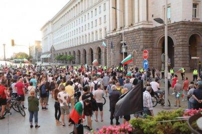 Протестиращите искат нов политически проект