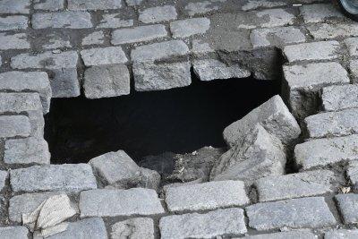 """Пешеходец пропадна в дупка в квартал """"Княжево"""""""
