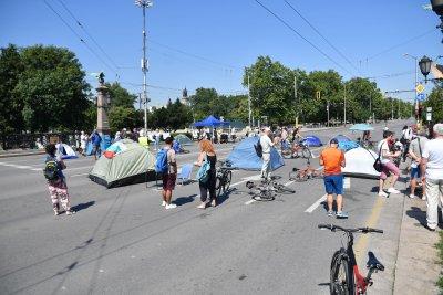 Три кръстовища в София остават под блокада