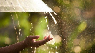 Дъжд на запад, слънце по морето