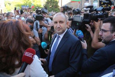 Румен Радев забрани на децата си да протестират