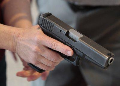 Въоръжен взе заложници в банка във Франция