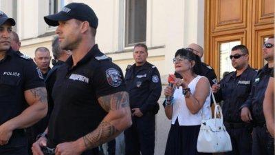 СДВР разследва яйцата по Ива Николова