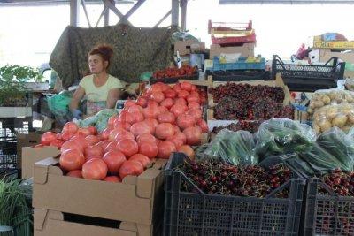 Пазарна икономика: Доматите 80 ст. на борсата, 4 лева в София