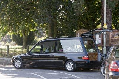 Погребалните услуги на Острова с див растеж заради вируса