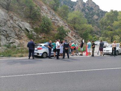 Протестиращи с вериги пробваха да блокират Е-79