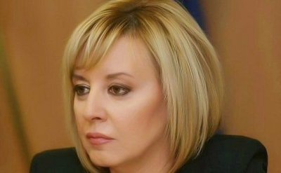 Манолова пита Борисов с кого се е договорил за нова конституция