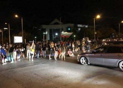 ХАОС: Пак блокада на кръстовището пред румънското посолство (ВИДЕО)