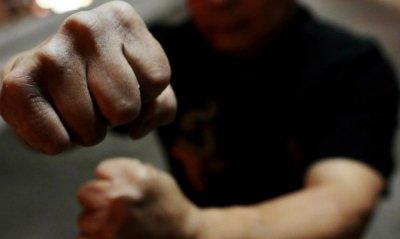 Ужас край София: Мъж преби почти до смърт жена си