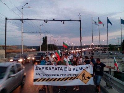 ДЕН 37-ми: Протестиращите блокираха Дунав мост, Хаинбоаз и Аспаруховия мост