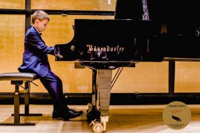 ТАЛАНТ: 8-годишен пианист от Пловдив със световно признание