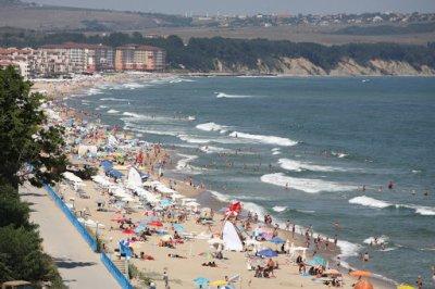 Граждани задържаха педофил, опипвал малки момиченца на плажа в Слънчака