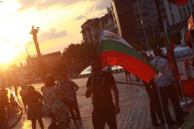 ДЕН 38-ми: Блокадите остават