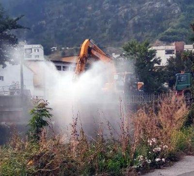 Куриоз: Фонтан бликна точно до сградата на ВиК-Перник