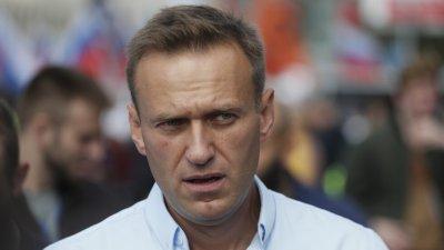 Алексей Навални вече ходи самостоятелно