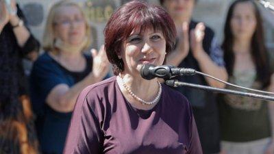 Караянчева към бунтарите: Да си спомним за грешките и да не ги повтаряме