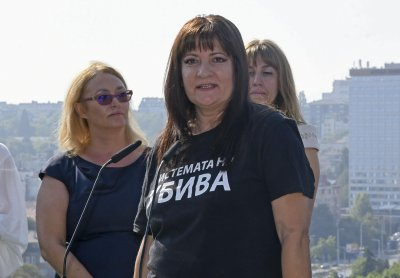 """Майка от """"Системата ни убива"""" пред Lupa.bg: Полицията ни взе физиологичен разтвор за очи"""