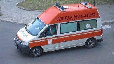 Камион удари автобус с войници, двама са ранени