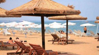 Намаляват концесионните такси за морски плажове