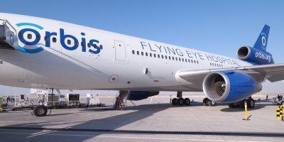 Самолет болница обучава офталмолози в целия свят