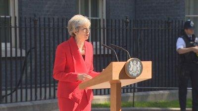 Британците одобряват оставката на Мей
