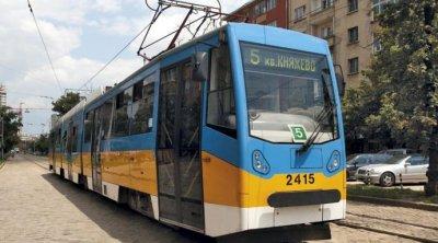 Фандъкова купува още 25 трамвая и 30 тролея