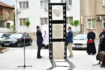 Откриха паметник на кинорежисьора Людмил Кирков