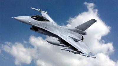 Шест изтребителя Ф-16 в охраняват родното небе