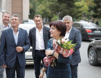 Караянчева: Цветанов направи рязък завой към Радев