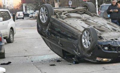 20-годишен шофьор се преобърна по таван в монтанско село